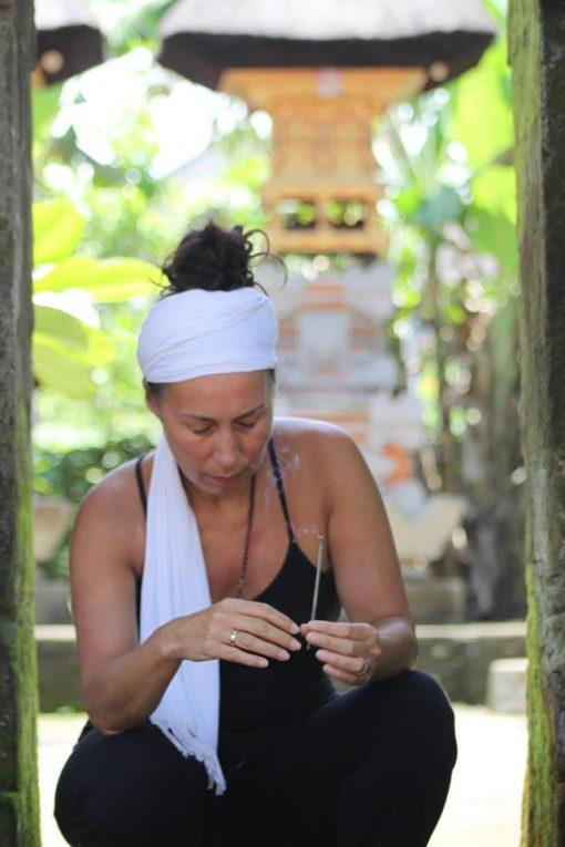 Yoga, meditatie, healing, ceremonie, wierook